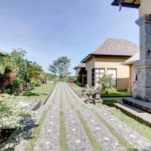VILLA COMPLEX WITH SEVEN BEDROOM IN PERERENAN – CANGGU