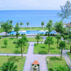 Hotel Santika Beach Resort